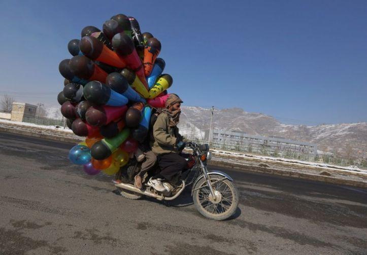 afghano moto con palloncini